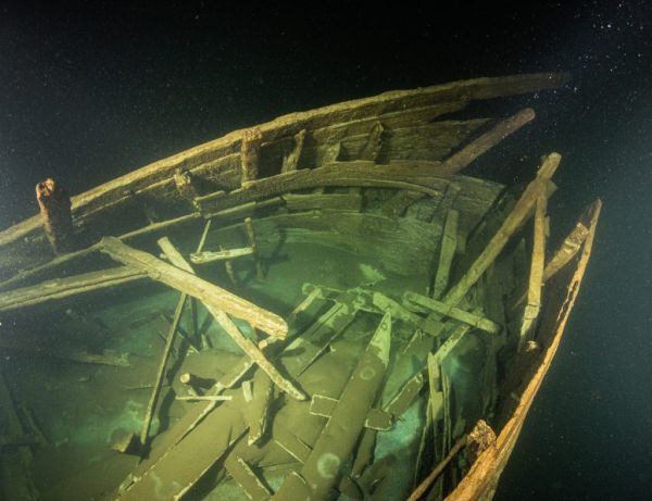 Fluyt ship wreck - view of the main cabin in the stern. (Courtesy: Badewanne)