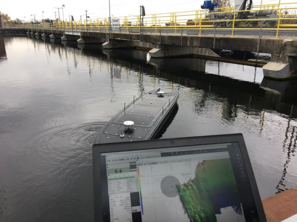 An unmanned surface vehicle was combined with a high-resolution multibeam imaging echosounder/sonar.