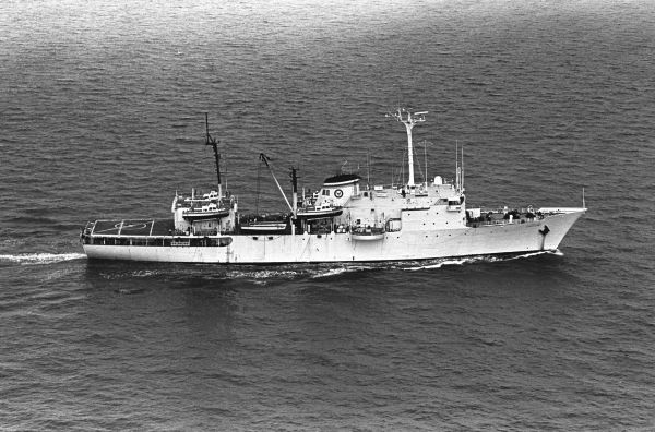Figure 1: USNS Chauvenet (TAGS-29) underway in 1985. Image courtesy: Wikimedia.