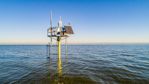 Numerous monitoring stations are helping to determine how to maintain the Houtribdijk levee, or dike, more efficiently. (Photo: Frank Janssens/Rijkswaterstaat)